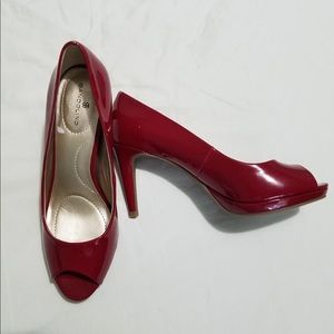 Red patent peep-toe pumps 6.5
